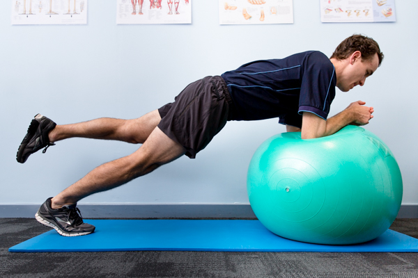 Fitball Plank1